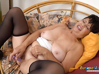 EuropeMaturE Wait for her Aged Smooth Slit Descending Wet