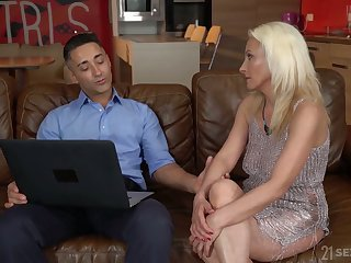 Blond cougar Szandi serves will not hear of young lover at the highest level