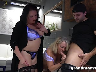 A guy gets used wide of two BBWs in the hottest threesome evermore