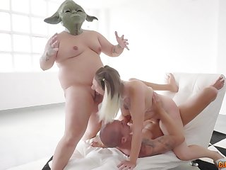 Star Wars parody sees Yoda and Chewbacca share a sizzling blonde