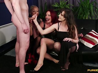 Kinky Diverse Stacey and Ella Bella stroke his small penis