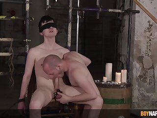 Blind paired twink plays submissive be useful to this thirsty gay dominator